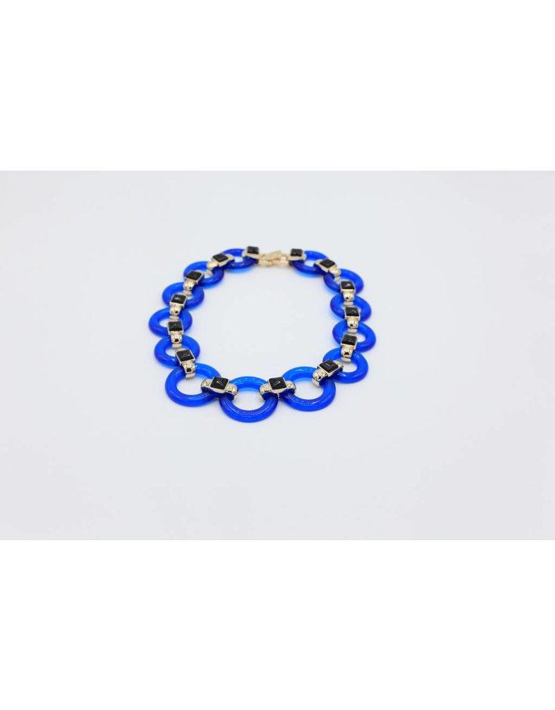 Korte halsketting met ronde blauwe schakels