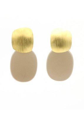 Manuel Opdenakker Oorbellen stekers vierkant gestreept en platte hanger goud/beige