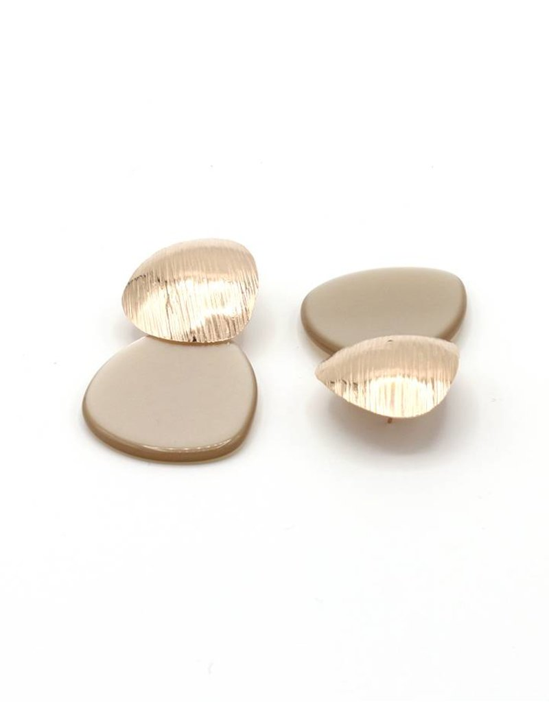 Manuel Opdenakker Earrings studs round triangle striped with flat pendant rose gold / beige