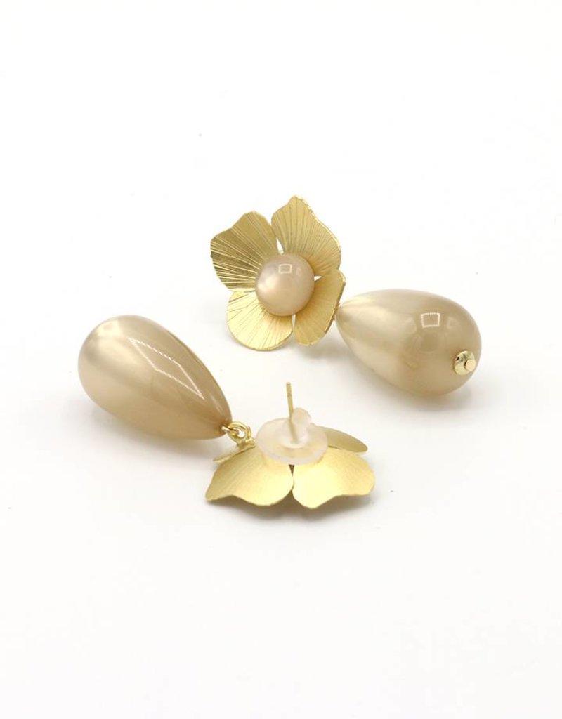 Manuel Opdenakker Oorbellen bloem en knop met druppel hanger goud/beige
