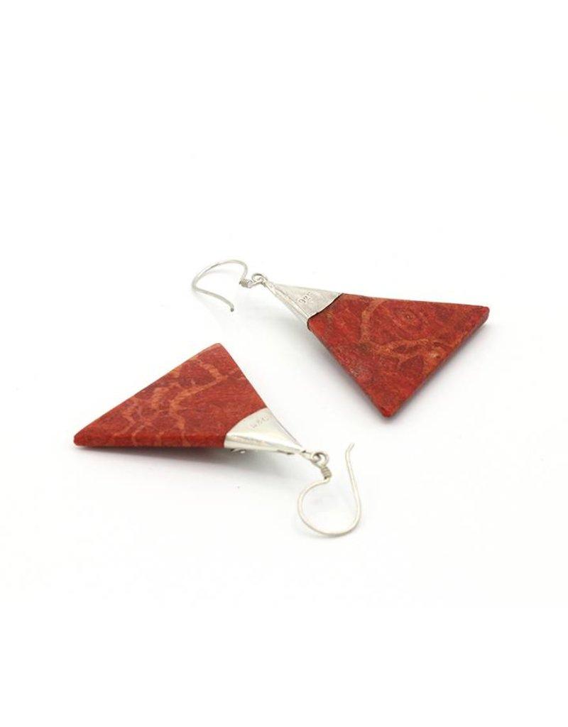 Oorbellen hangers driehoeken koraal rood