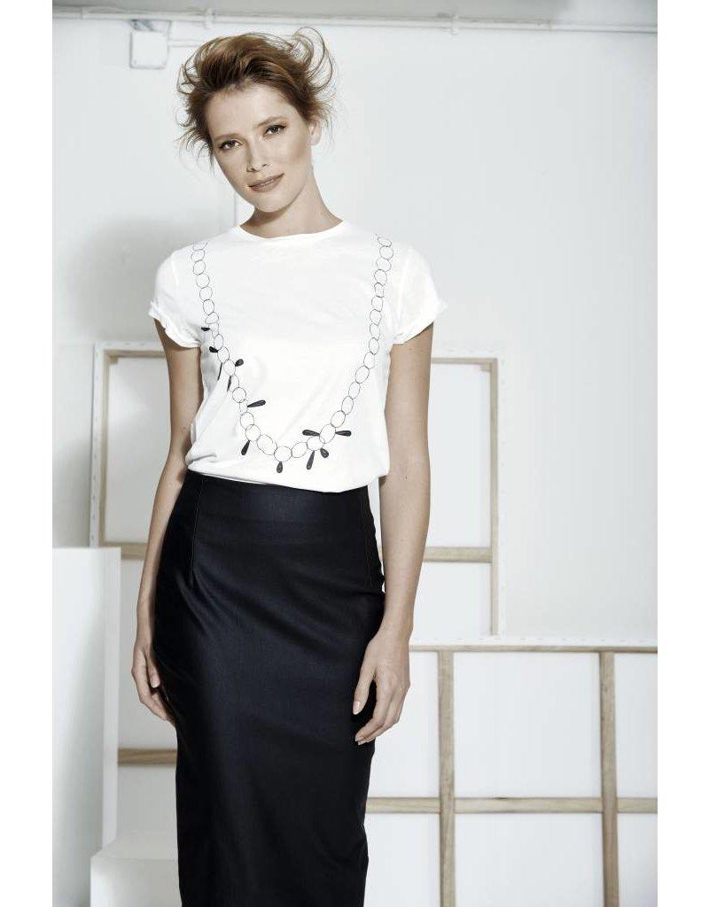Jacki Collet T-Shirt Ode Lange collier