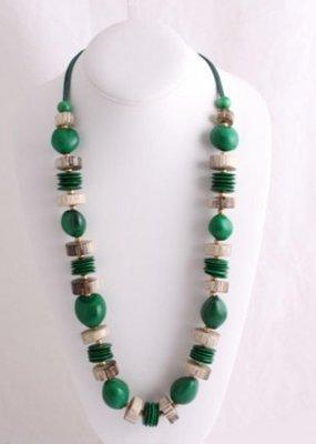 Lange halsketting met groene kralen