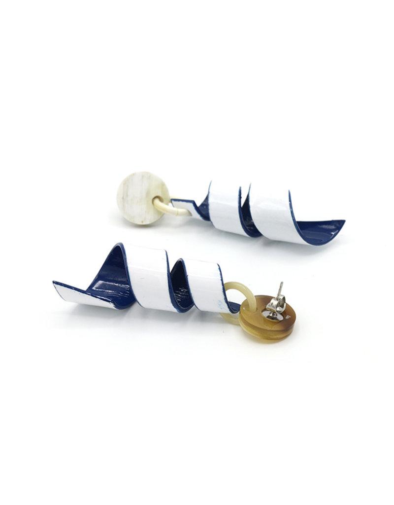 Oorbellen Spiraal Blauw/wit van natuurlijk materiaal