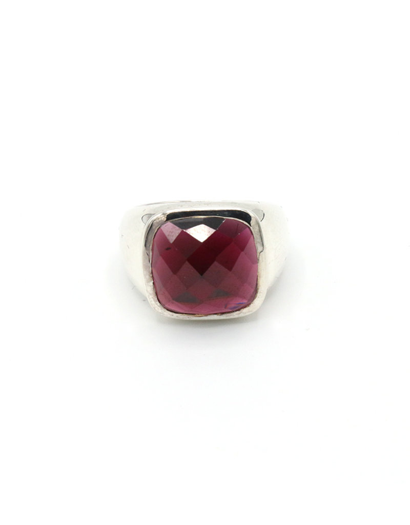 Ring silver with square stone red