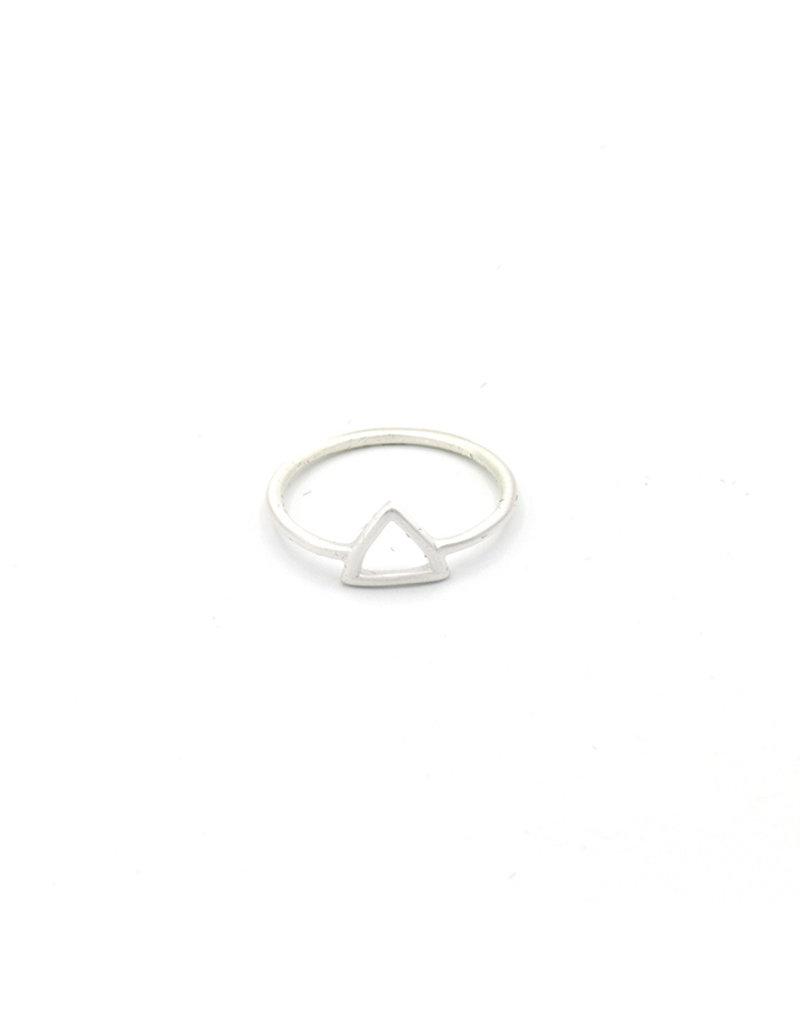 Ring small open triangle silver