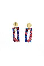 Oorbellen steker met gouden knop en rechthoekige hanger blauw/roze