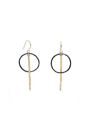 Jéh Jewels Oorbellen hangers zwarte cirkel en gouden staaf