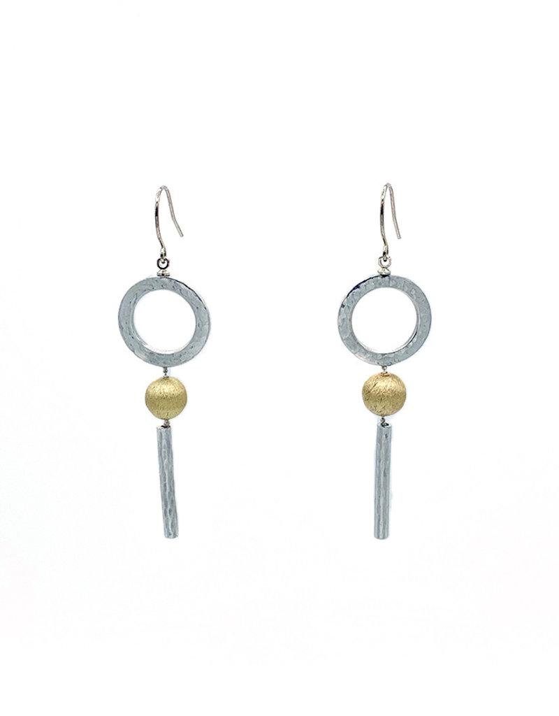 Oorbellen hangers zilveren cirkel en staaf met gouden bol