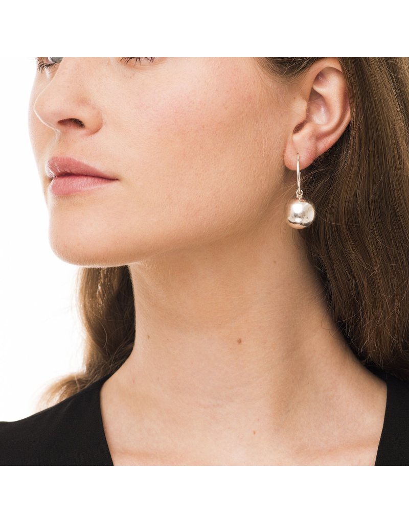 Wouters & Hendrix STATEMENT HOOP EARRINGS WITH BALL ELEMENT GOLD