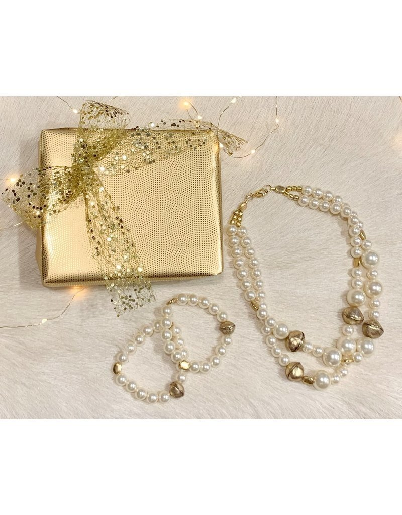 Kerstpakketje met halsketting en twee bijpassende armbanden