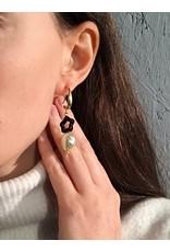 Liami Fotini Oorbellen hangers met parel en zwarte bloem