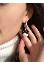 Liami Fotini Pendant earrings with pearl and black flowers