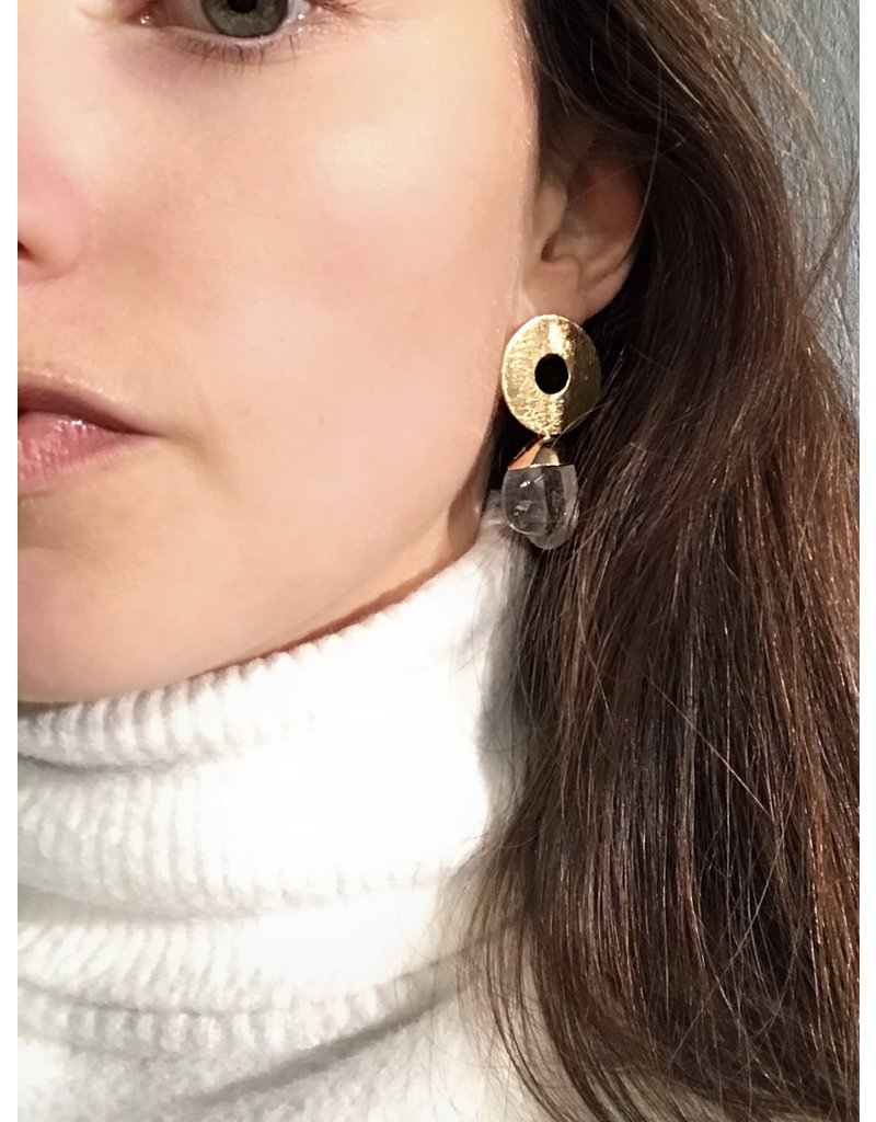 Marilia Capisani Stud earrings with gold plated open circle and rough crystal stone pendant