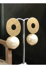Marilia Capisani Stud earrings with gold plated open circle and pearl pendant