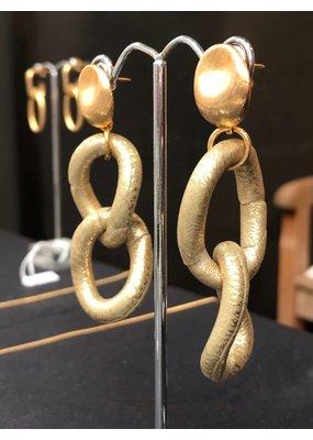 Marilia Capisani Vergulden steker oorbellen met gouden schakels