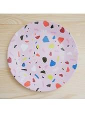 Kleiner Teller mit Terrazzo-Muster in Rosa