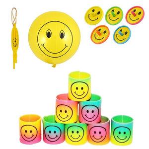 Decopatent 30 STUKS | MIX Vrolijke Traktatie / Uitdeel Kado's, bestaande uit: 10x Smiley Bounce Ballon, 10x Smiley Traplopers en 10x Smiley Tollen | Vrolijke Smiley Uitdeelcadeautjes