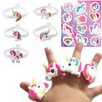 Decopatent 30 STUKS | MIX Unicorn Traktatie / Uitdeel Kado's, bestaande uit: 10x Unicorn Armbanden, 10x Unicorn Ringen en 10x Unicorn Stickervellen | Unicorn / Eenhoorn Meisjes Verjaardags Uitdeelcadeautjes