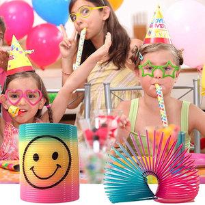 Decopatent 36 STUKS | Super Traktatie/ Kinderfeest pakket - Bestaande uit: 12x Fun/Feestbrillen, 12x Smiley Spiraal Traploper & 12x Smiley Roltoeters | Jongens & Meisjes | Feestpakket voor Kinder Verjaardagen en Kinderfeestjes