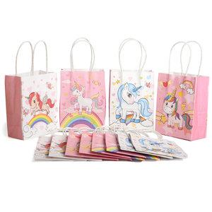 Decopatent 12 STUKS MIX Unicorns / Eenhoorn Traktatie Uitdeel papieren zakjes met handvat - Uitdeelzakjes Unicorn - Gift bags- Cadeauzakjes - Papieren tasjes - Papieren Draagtas - Jongens & Meisjes - Kinderfeestje - Afm. 11 x 6 x 15 Cm. - Decopatent®