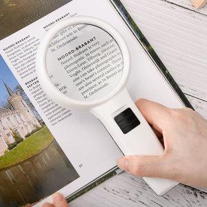 Decopatent Hand Loep met LED verlichting - 5x Vergroting - Lees Vergrootglas - Lezen voor Ouderen Slechtziende - 19.8x9.5x3.2 Cm