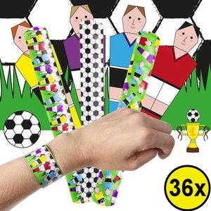 Decopatent Decopatent® Uitdeelcadeaus 36 STUKS Voetballers Klaparmbandjes - Traktatie Uitdeelcadeautjes voor kinderen - Speelgoed Traktaties