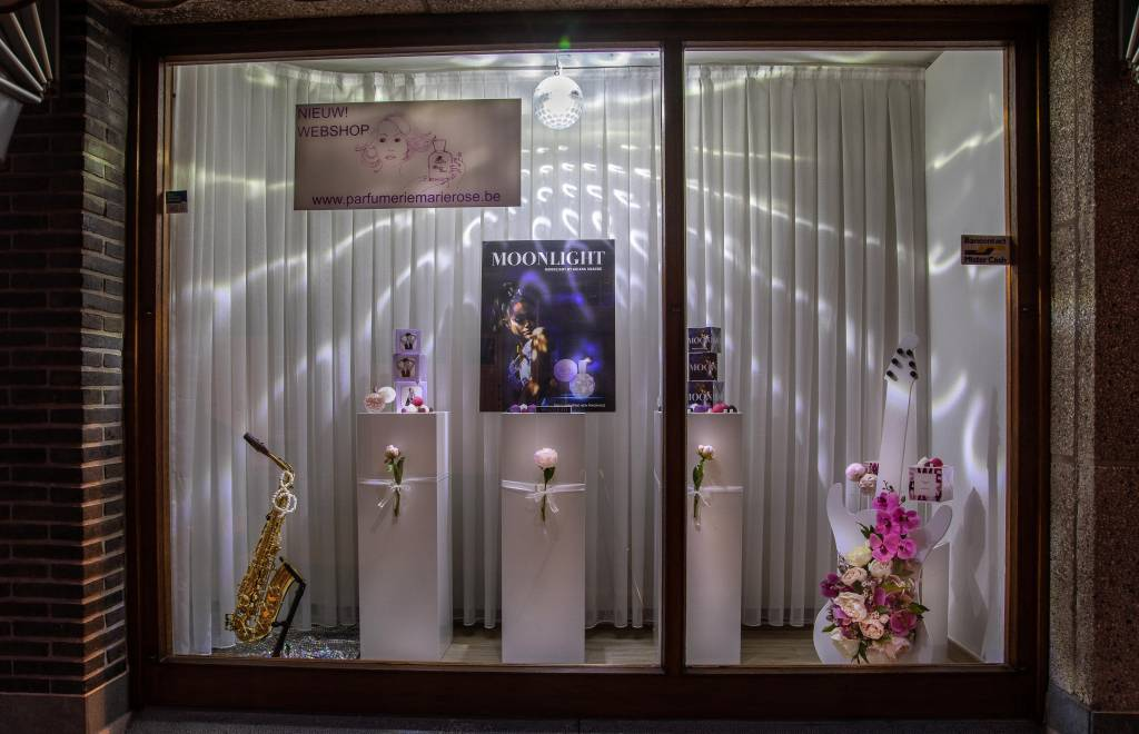 Etalage van Parfumerie Marie Rose voor wedstrijd Music Maestro voor Shop en Beleef