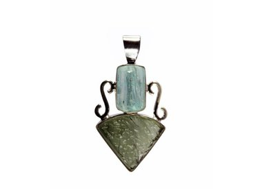 Zilveren hangers met meerdere steensoorten