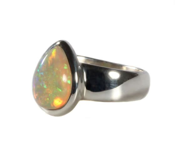 Edelopaal ring
