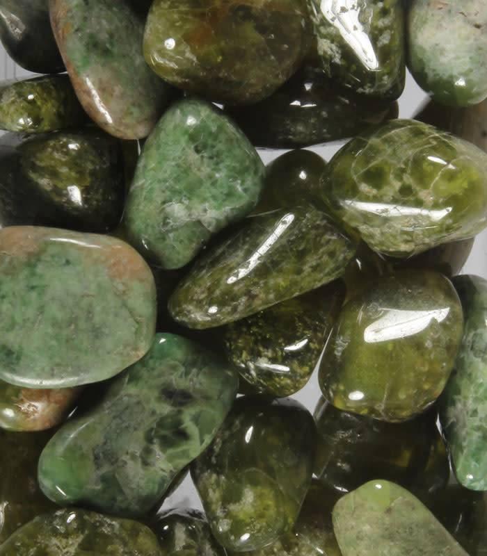 Vesuvianiet of idocraas steen getrommeld 2 - 5 gram
