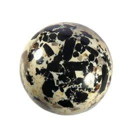 Toermalijn (zwart) met granaat in pegmatiet 76 mm