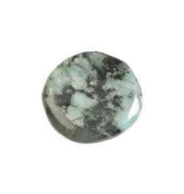 Smaragd steen plat gepolijst