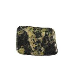 Magnetiet in serpentijn steen getrommeld 5 - 10 gram