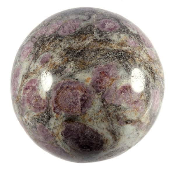 Granaat in biotiet edelsteen bol 70 mm