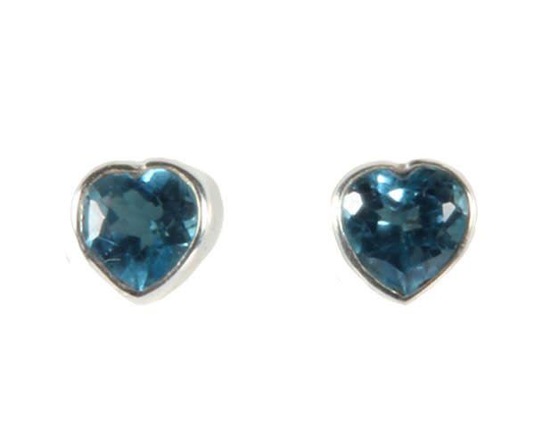 Zilveren oorstekers topaas (blauw) facet hart