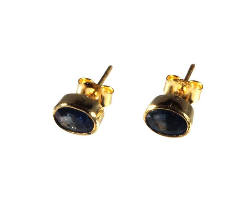 Gouden (14k) oorstekers saffier ovaal facet 7 x 5 mm
