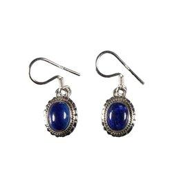 Zilveren oorbellen lapis lazuli ovaal bewerkte rand