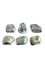 Robijn in fuchsiet steen getrommeld 10 - 20 gram