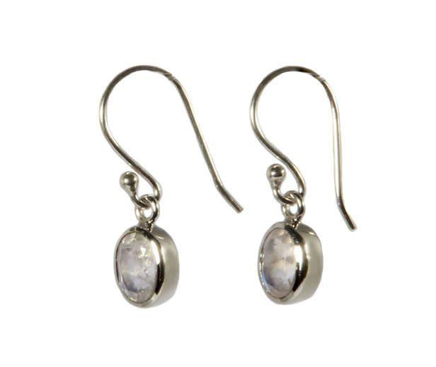 Zilveren oorbellen maansteen (regenboog) ovaal facet 7 x 5 mm