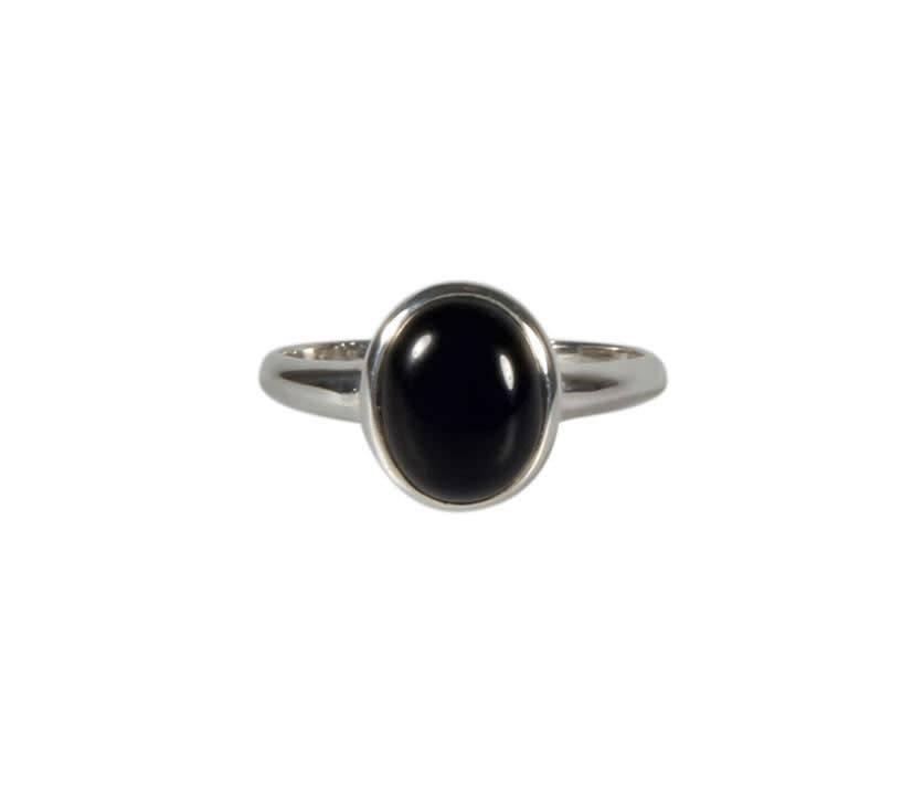 Zilveren ring onyx maat 18 1/2   ovaal 10 x 8 mm