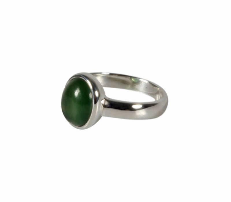 Zilveren ring jade maat 17 | ovaal 10 x 8 mm