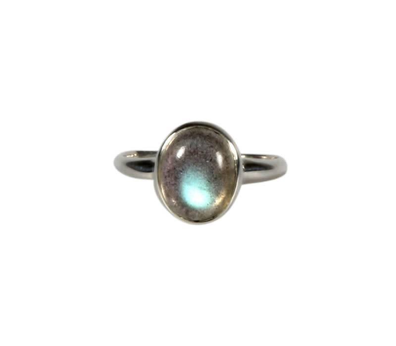 Zilveren ring labradoriet maat 19 | ovaal 10 x 8 mm