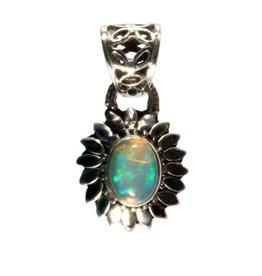 Zilveren hanger opaal (edel) ovaal 0,8 x 0,6 cm