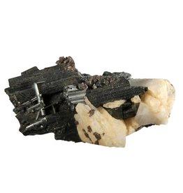 Toermalijn (zwart) op albiet ruw 6 x 4,3 x 2 cm / 46,5 gram