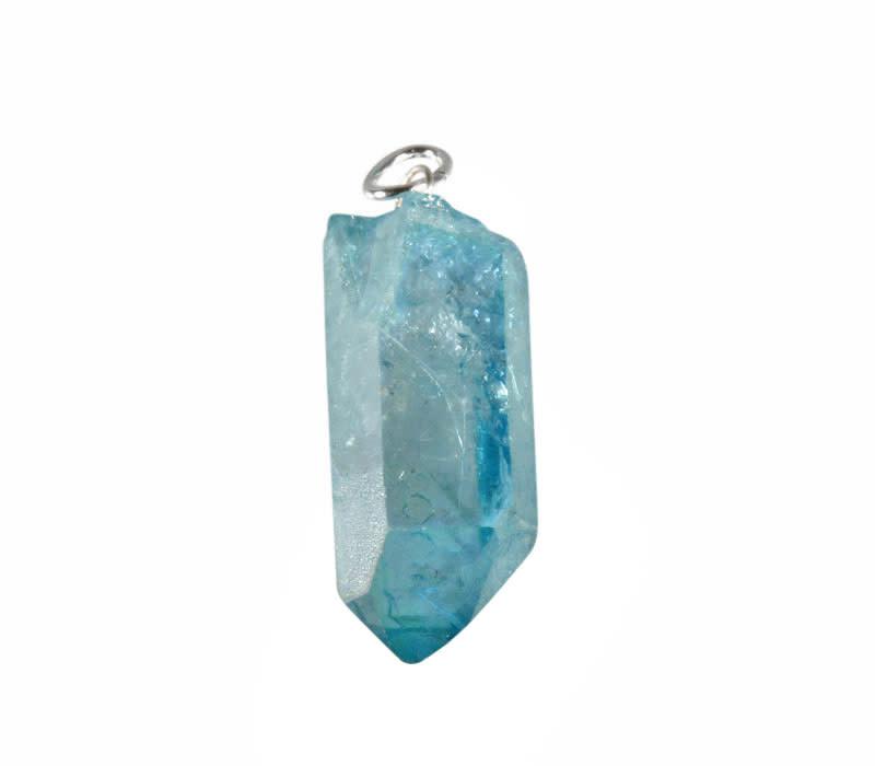 Aqua aura hanger kristal met zilveren oogje