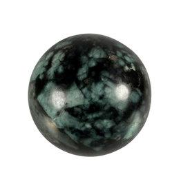 Smaragd edelsteen bol 61 mm / 330 gram