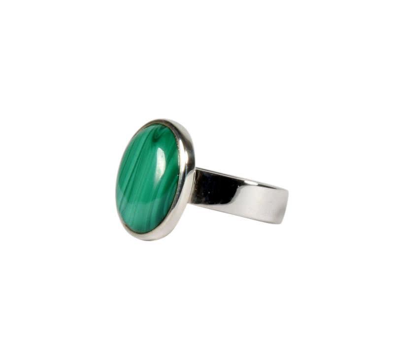 Zilveren ring malachiet maat 17 1/2 | ovaal 1,4 x 1,1 cm