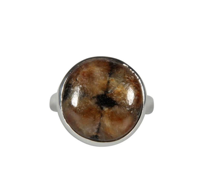 Zilveren ring chiastoliet of kruissteen maat 18 | rond 1,5 cm