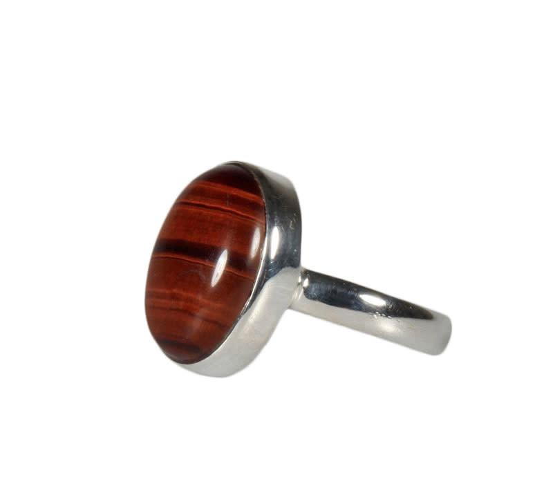 Zilveren ring tijgeroog (rood) maat 18 | ovaal 1,8 x 1,3 cm